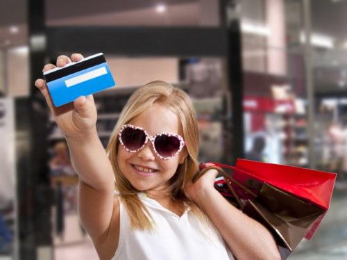 Детские карты: в каком банке лучше оформить пластик для ребенка